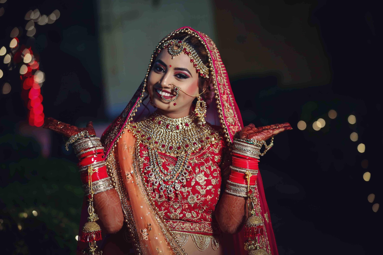 indian bridal photo shoot in delhi: dulhan makeup photos